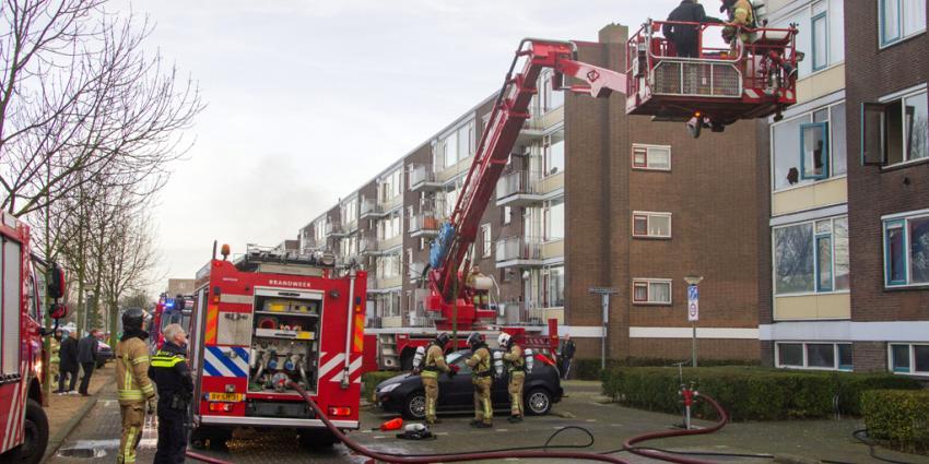 Bewoner bij brand van balkon gered