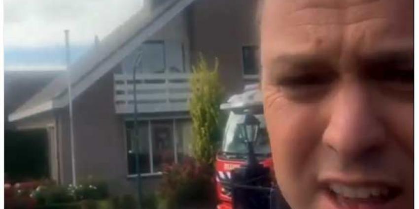 Frans Bouwer zet eigen huis in brand