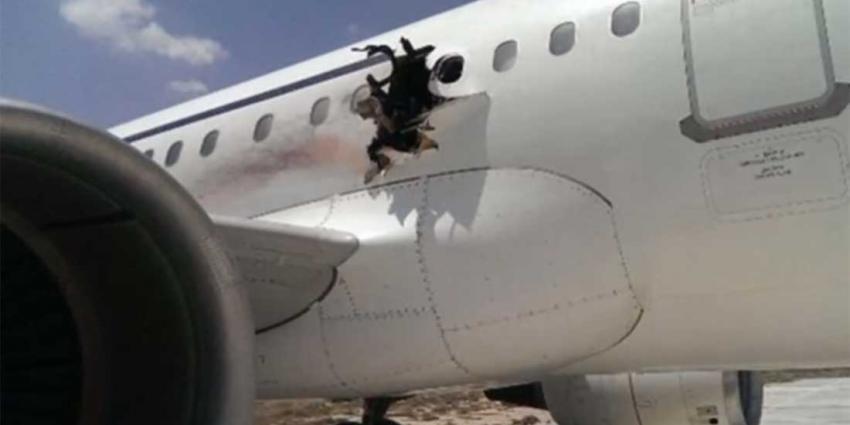 Explosie maakt gat in romp vliegtuig vlak na opstijgen