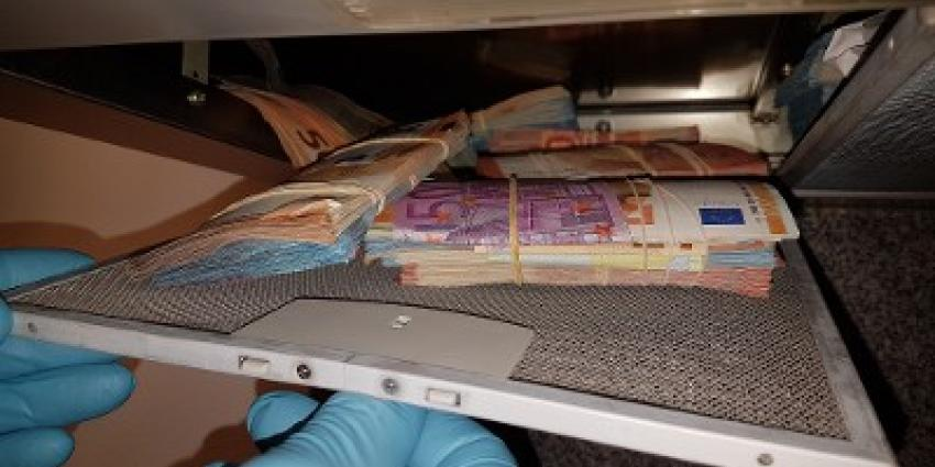 Groot geldbedrag in afzuigkap aangetroffen