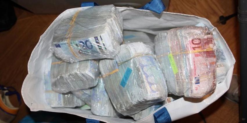 Transporteur geld in kiprollade betaalt schikking van 1,1 miljoen euro