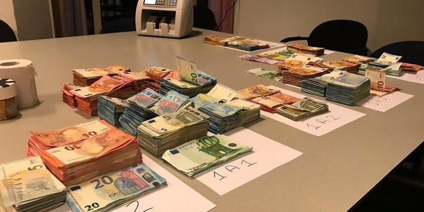 Een kilo coke, 80.000 euro afgepakt van drugsrunners