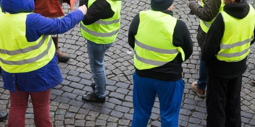 Demonstratie van de gele hesjes tegen Rutte en de EU. Veel Franse demonstranten gewond door rubber kogels politie.