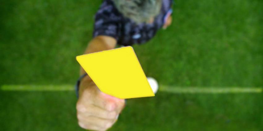 Foto van scheidsrechter met gele kaart   EHF