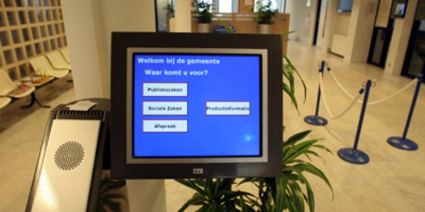 Man geeft medewerker in gemeentehuis Veldhoven kopstoot