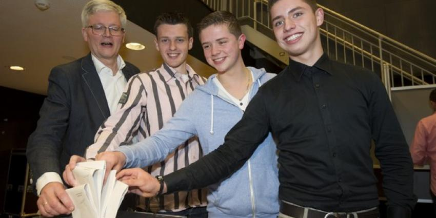 Burgemeester stemt met jarige 18-jarigen | Gemeente Haarlemmermeer