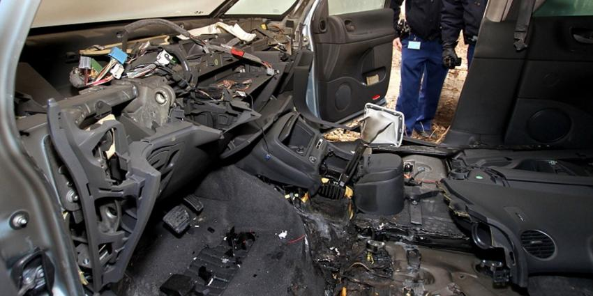 Meerdere gestolen voertuigen aangetroffen in loods bedrijventerrein Vijhuizen