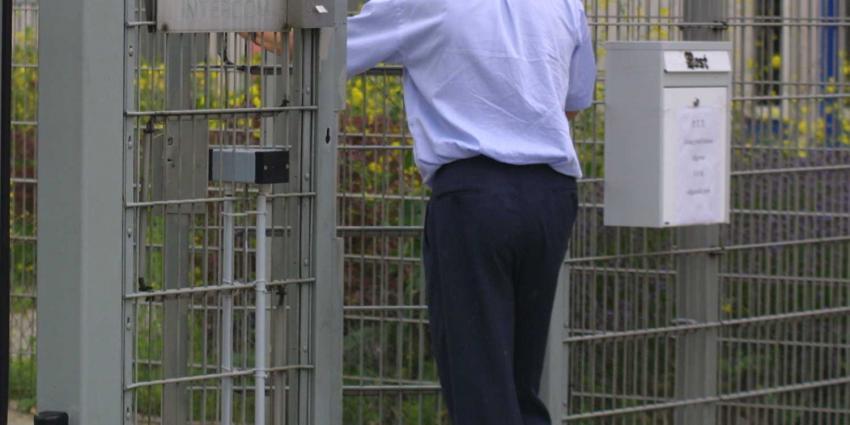gevangenis-bewaker-hek