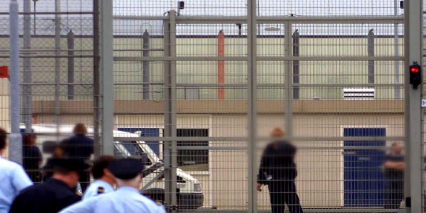 Kind (3) misbruikt om drugs  binnen te smokkelen in gevangenis Vught