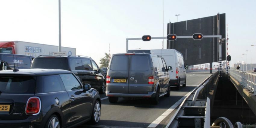 Giessenbrug A20 weer in storing