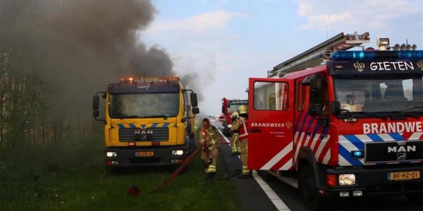Bestelbusje op de N33 vliegt voor tweede keer in de brand
