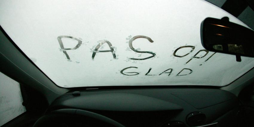 KNMI: plaatselijk gladheid door winterse neerslag