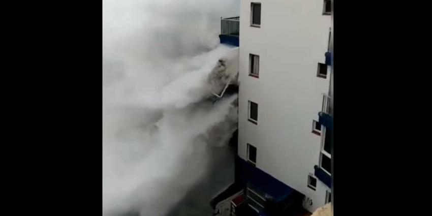 Verwoestende golven Tenerife slopen balkons