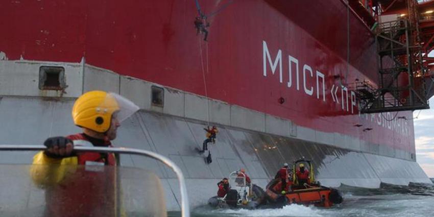 Foto van actie Greenpeace bij olieplatform Noordpool | Greenpeace
