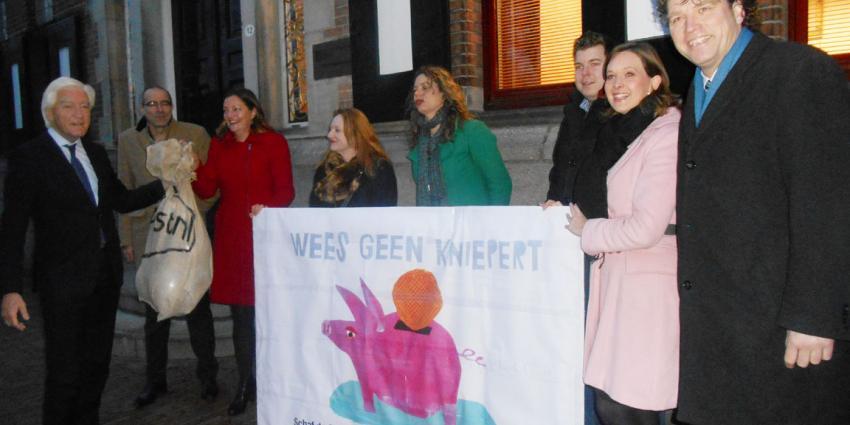 3200 handtekeningen in petitie 'Wees Geen Kniepert'