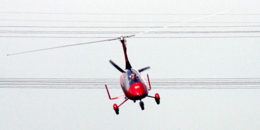Gyrocopter maakt noodlanding in weiland bij Loosdrecht
