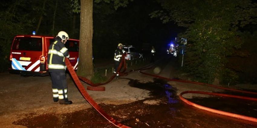 Zaterdagnacht is de brandweer uitgerukt voor een schuurbrand aan het Putterpad in Haaren. De brand werd rond 2.30 uur opgemerkt waarna de brandweer snel opschaalde naar middelbrand. Men zette twee blusvoertuigen in, ook kwamen twee watertankwagens met ext