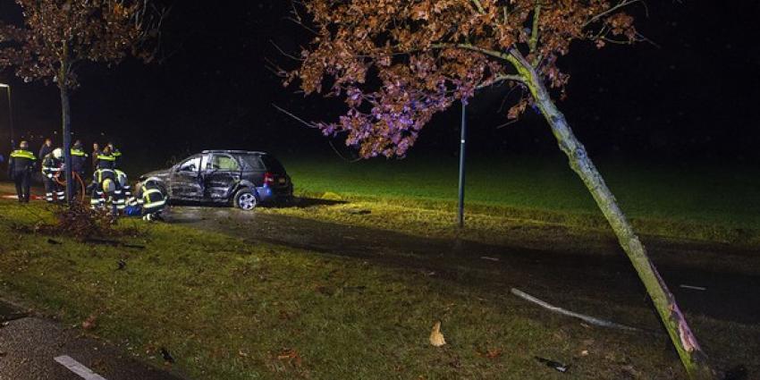 Bestuurder bekneld in voertuig na eenzijdig verkeersongeval in Haaren