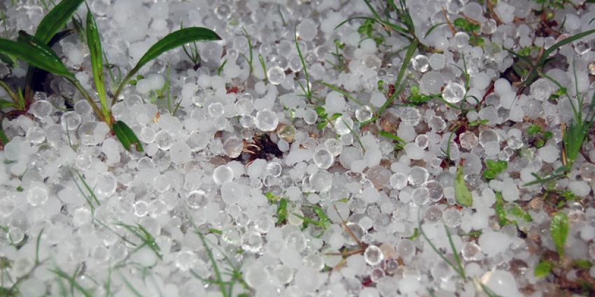 Hagel en sneeuw in het noorden van het land