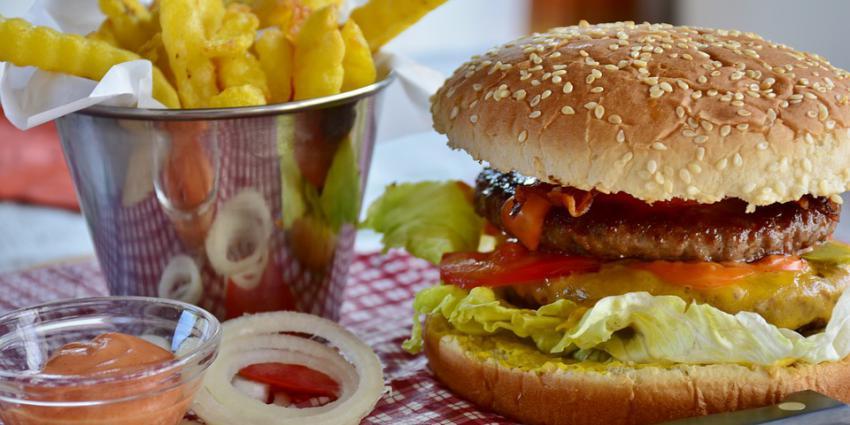 hamburger, patat, saus, eten, fastfood