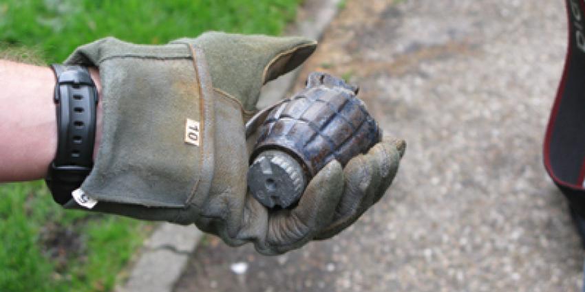 Handgranaat door vooruit in woning gegooid en ontploft