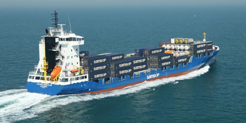Eerste schepen Wereldhavendagen varen Rotterdam binnen