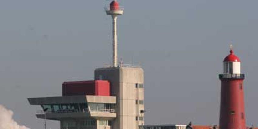 Foto van havengebouw sluis IJmuiden | Archief EHF
