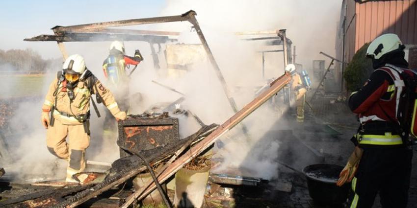 Kantoorunit tot de grond toe afgebrand in Drentse Hijken