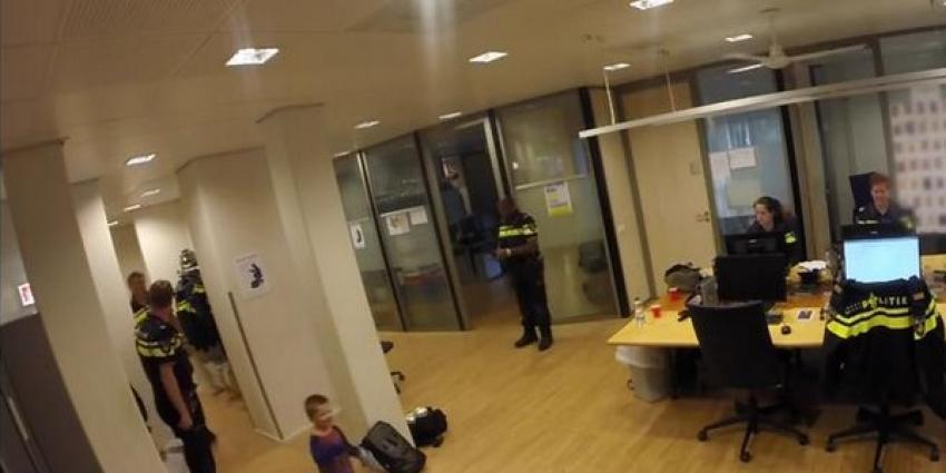 Politie Rotterdam maakt home-alone verhaal live mee