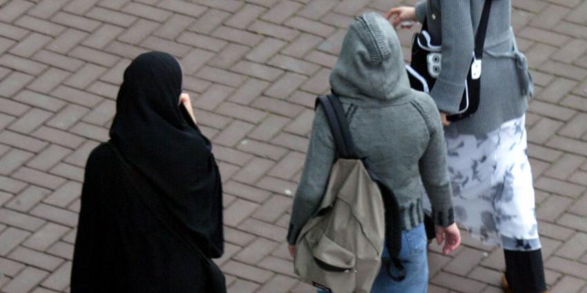 'Meisjes met hoofddoek komen moeilijker aan stageplek'
