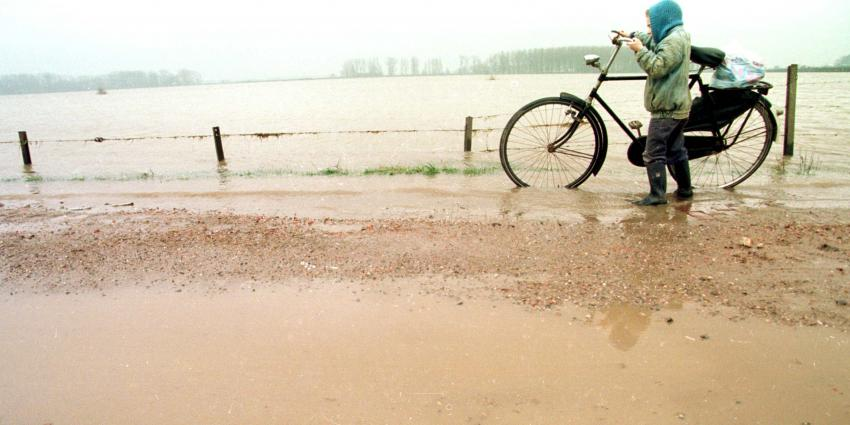 Hoogwaterpiek Rijn stroomt dinsdag bij Lobith ons land binnen