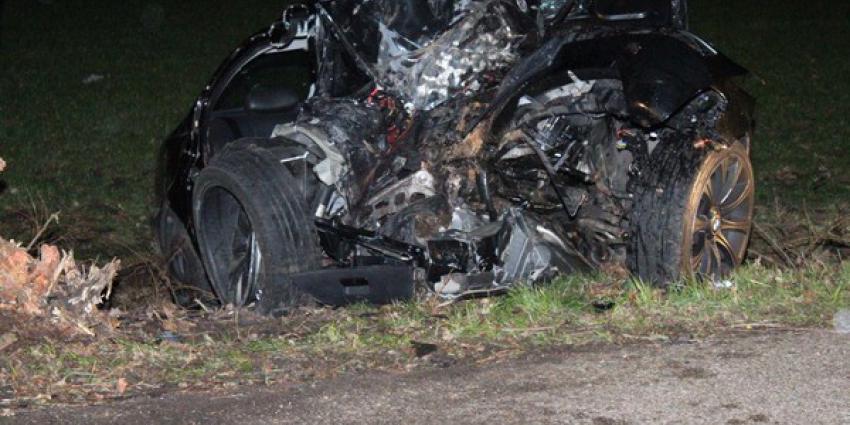 Twee doden (20 en 25 jaar) bij auto-ongeluk Hooghalen