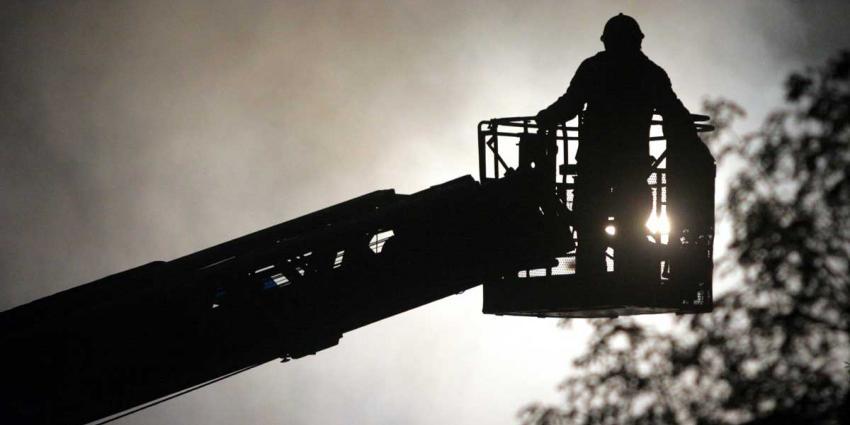 Brand verwoest dak van woning in Wolvega