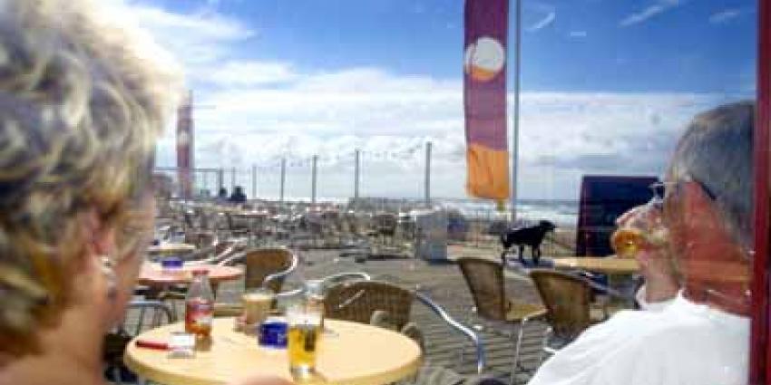 Foto van strand zon zee horeca bier | Archief EHF