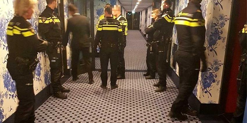 Groep overlast gevende hotelgasten uit Van der Valk gezet