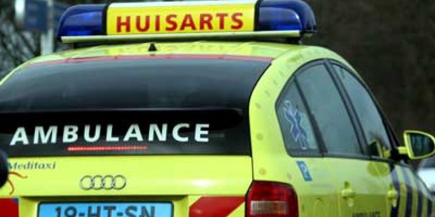Foto van auto ambulance huisarts   Archief EHF