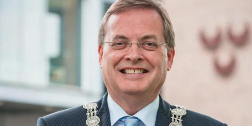 Burgemeester Huisman weg om seksuele misdragingen