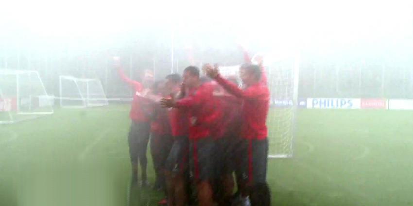PSV zet blusvoertuigen brandweer in voor ice bucket challenge