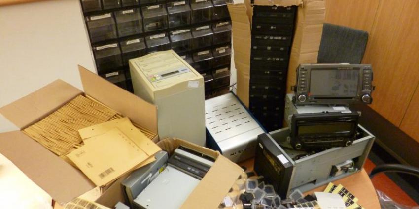 Twee mannen aangehouden voor handel in illegale navigatiesoftware
