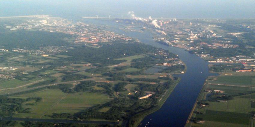 Minister tekent overeenkomst grotere Zeesluis IJmuiden