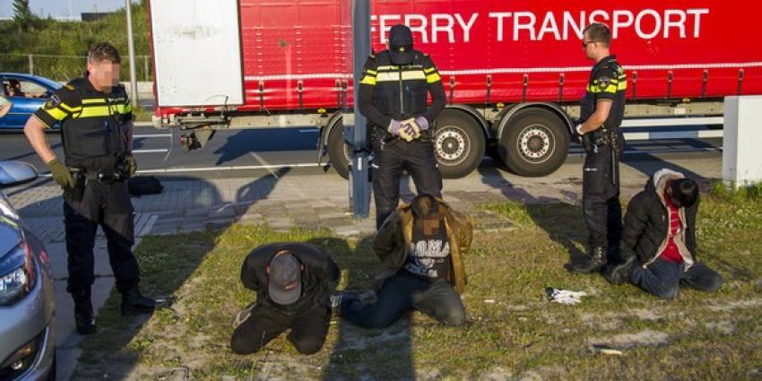 Illegalen in vrachtwagen aangetroffen