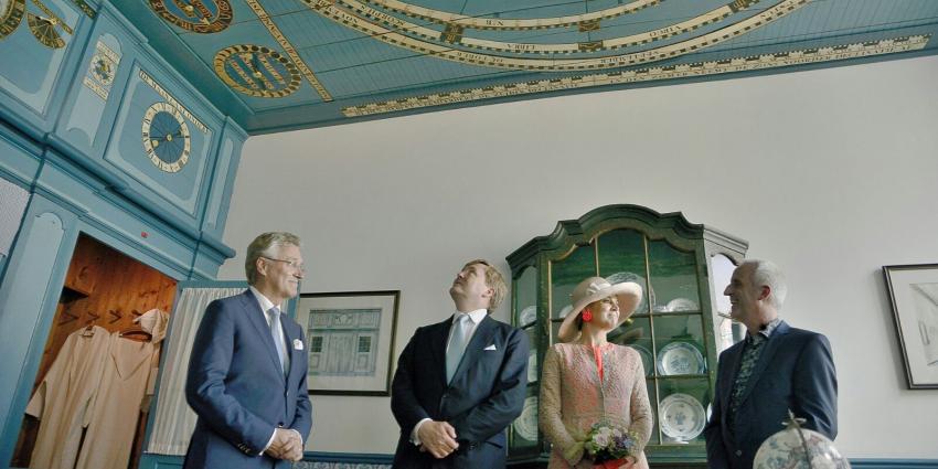 Koningspaar bezoekt planetarium in Franeker