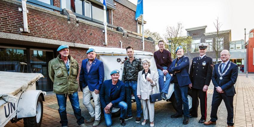 Burgemeester Ronde Venen reikt Draaginsigne Nobelprijs uit aan Rondeveense VN-veteranen
