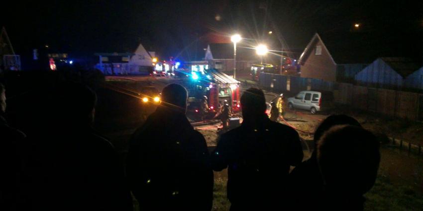Grote brand nabij tankstation in Aalsmeer