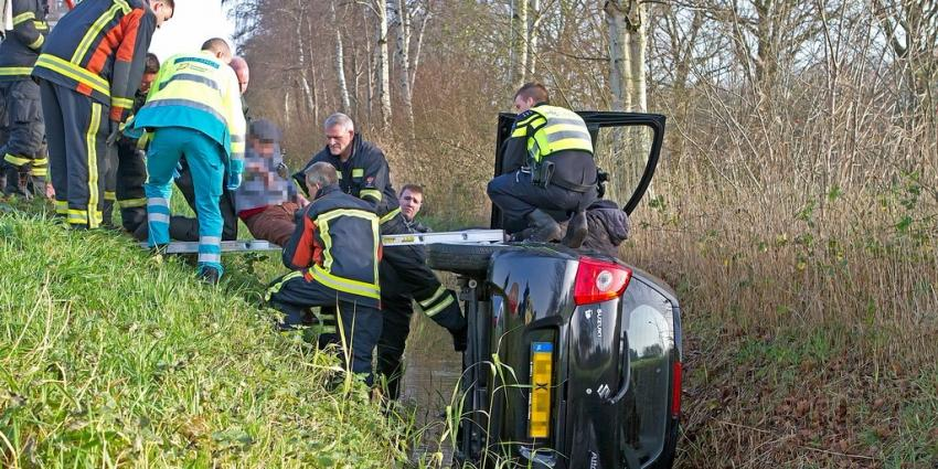 Auto in de sloot in Veendam