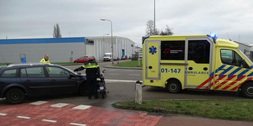 Aanrijding tussen snorfiets en auto in Groningen
