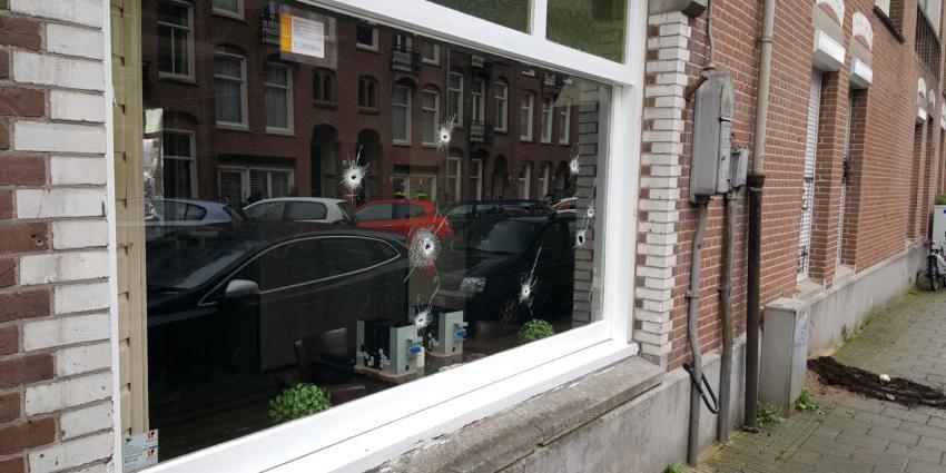 Café's in Amsterdam onder vuur, twee zwaargewonden