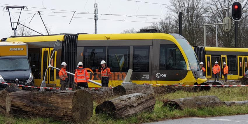 ontspoorde-tram-botsing-bestelbus