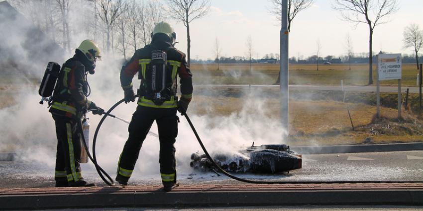 Motor in brand na aanrijding nabij Holwierde