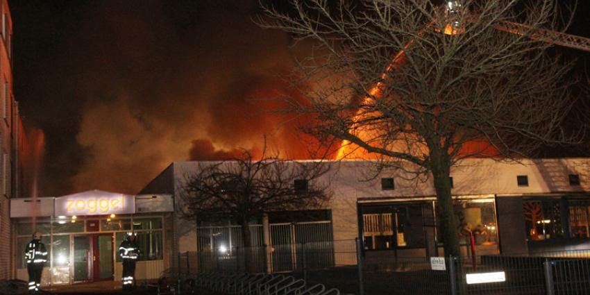 Brand verwoest twee basisscholen in Uden